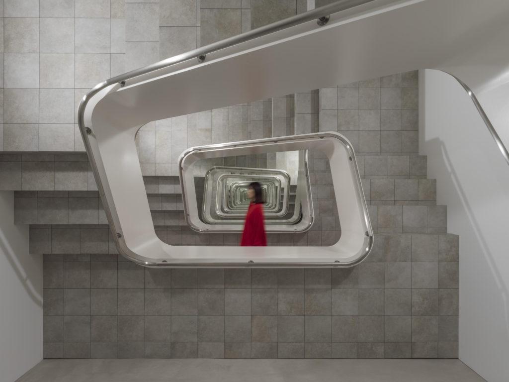 INFINITE STAIRCASE at KAMU kanazawa ©️Leandro Erlich Photo by Yasushi Ichikawa